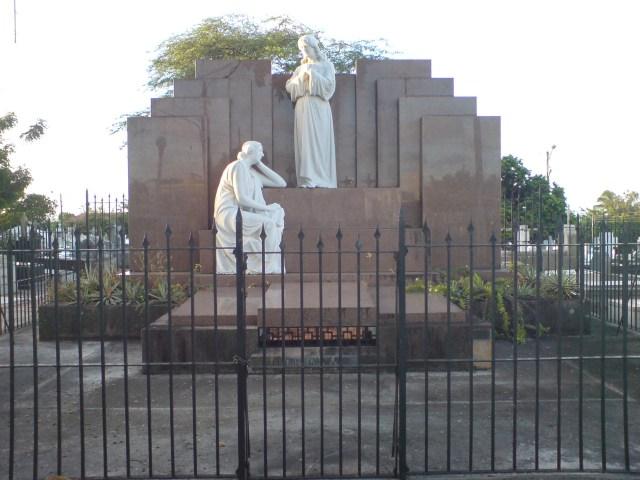 estatua-dupla