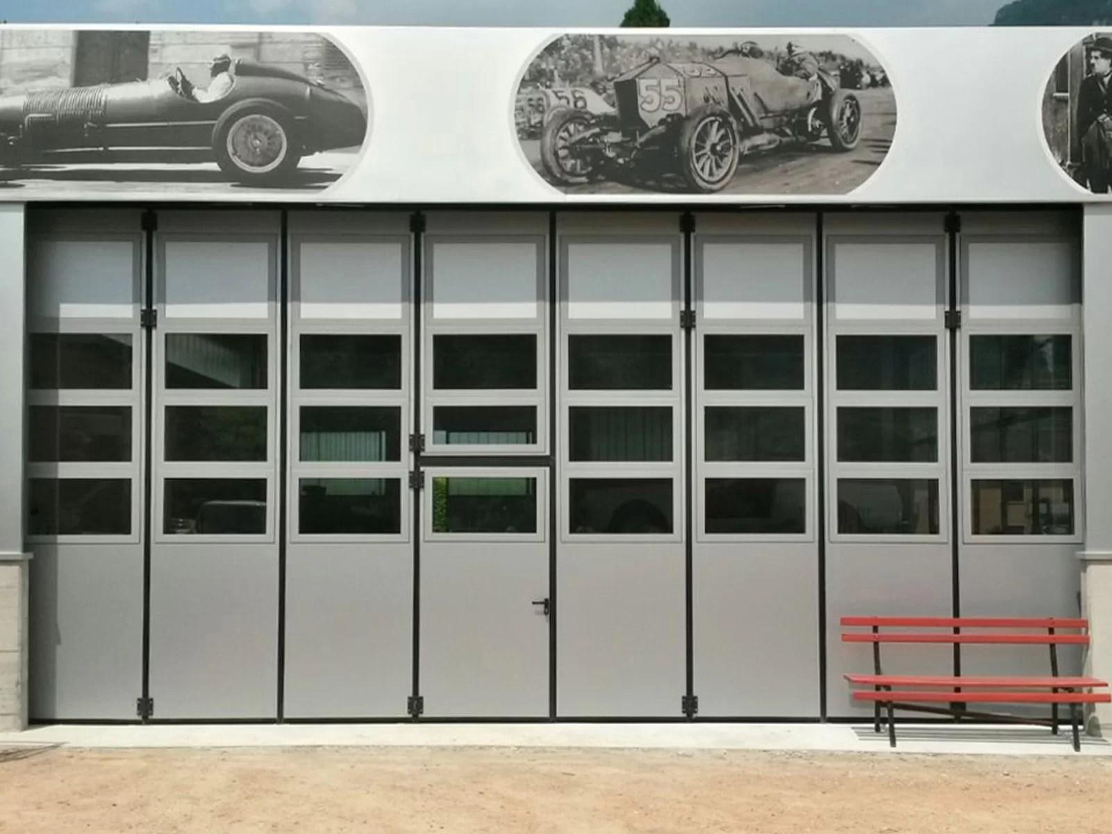 Portone a libro industriale ADONE - Grigio RAL 9006 con vetrature