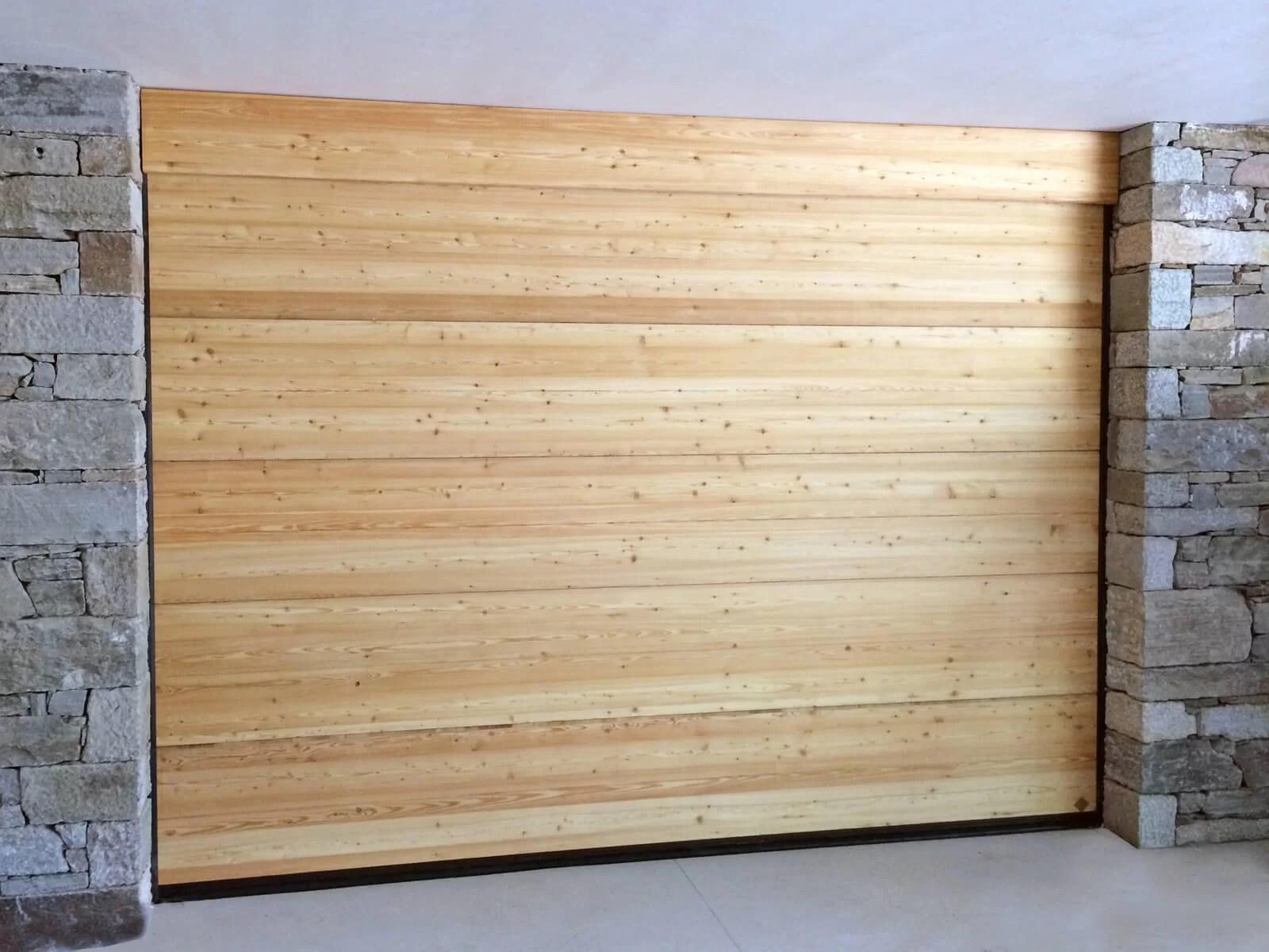 Portone sezionale in legno-alluminio PEGASO SPECIAL - Larice spazzolato