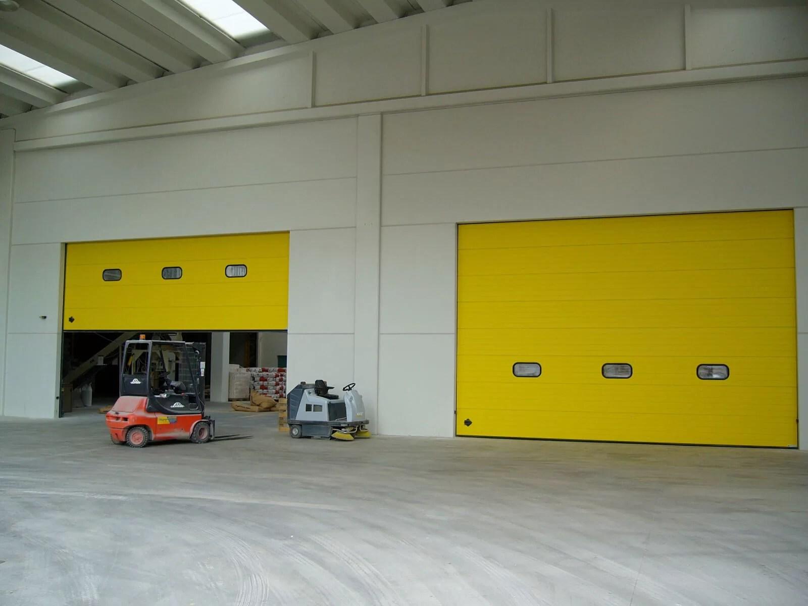 Portone sezionale industriale SECURA - Stucco giallo RAL