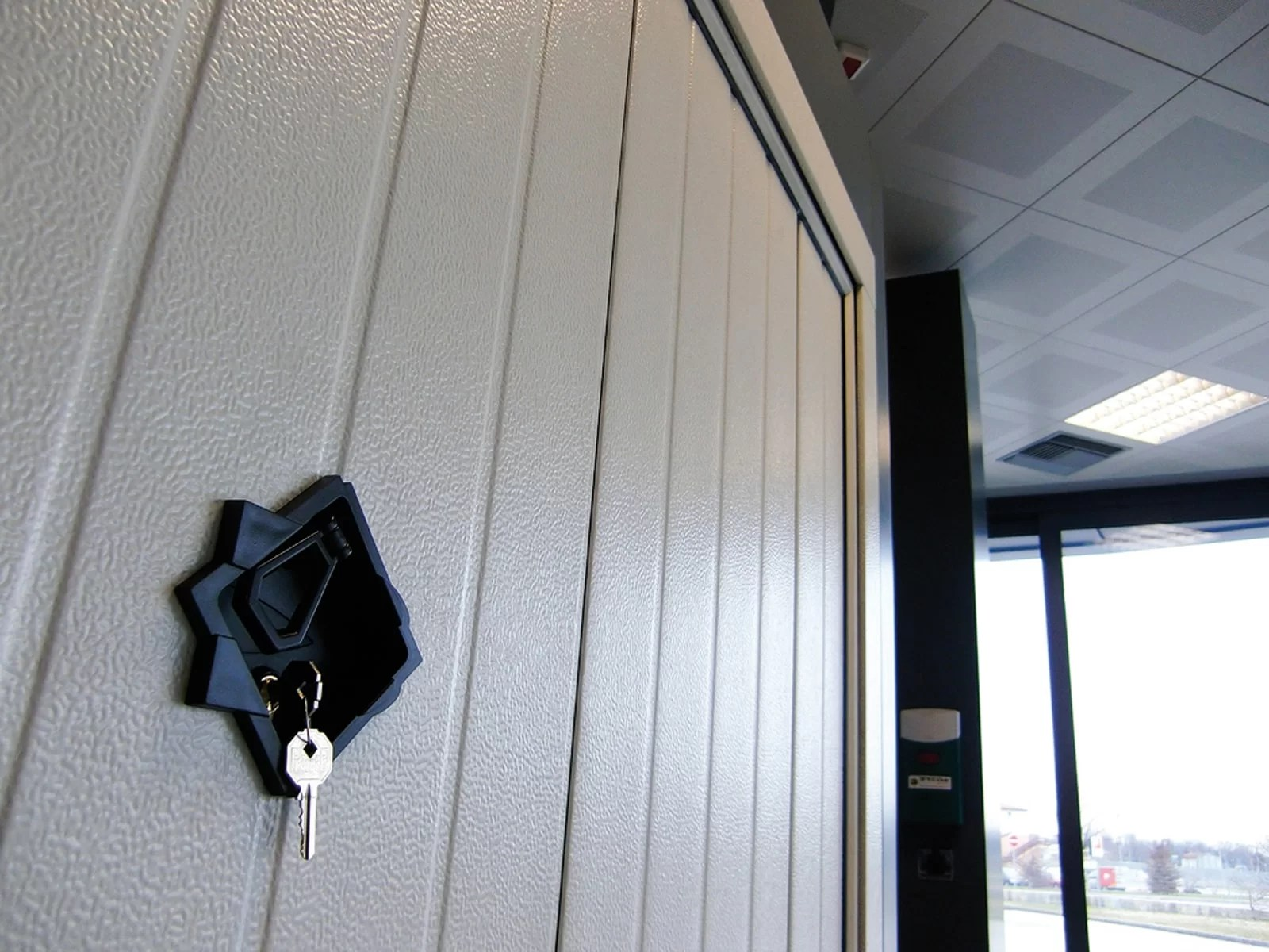 Portone basculante da garage BASCULINO - Stucco bianco C21 Verticale