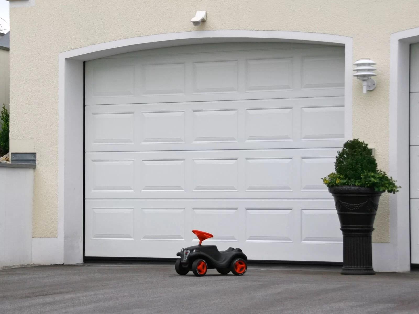 Portone sezionale da garage IRIS - Woodgrain bianco C81