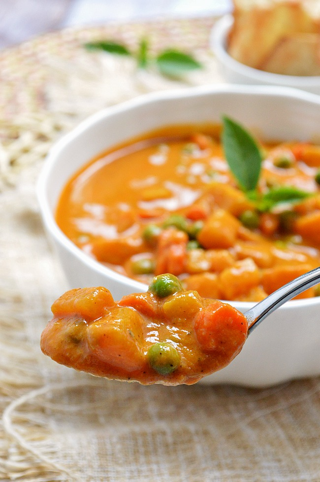 This Roasted Red Pepper Coconut Curry is a delicious and flavorful vegetarian soup loaded with potatoes, carrots, and peas.