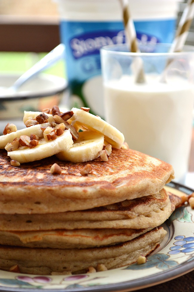Need a quick morning protein fix? Try these refined sugar free Gluten Free Cinnamon Banana Greek Yogurt Pancakes for a simply sweet and filling, protein packed breakfast.