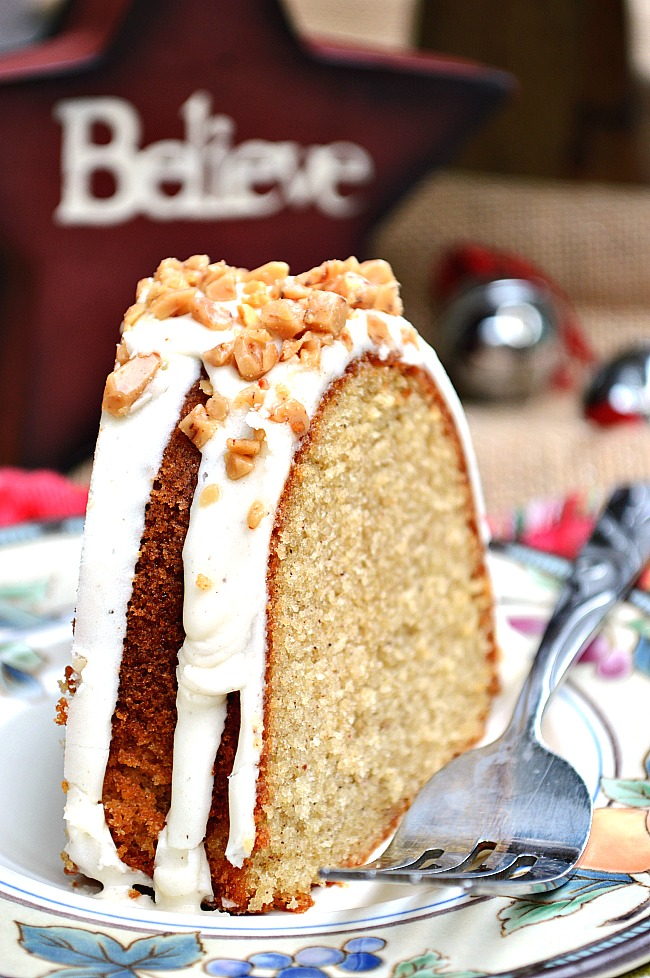 Gluten free eggnog bundt cake with buttercream eggnog drizzle youll have to pinch yourself to get over the pure deliciousness of this delectable solutioingenieria Image collections