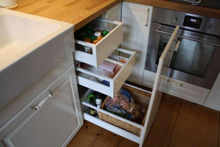 ikea metod Bodbyn keuken kleine apothekerskast landelijke keuken wit en hout