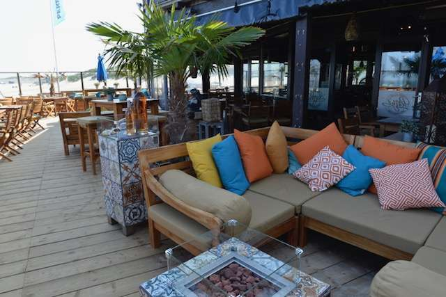 Beachclub Perry's Brouwersdam loungebank terras bregblogt.nl