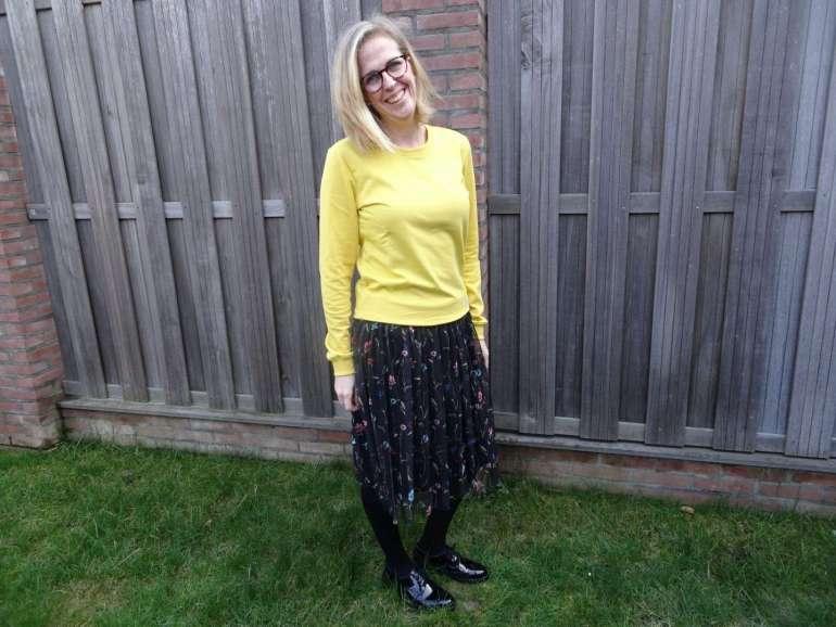 tule rok met bloemen gele sweater zwarte lakleren brogues bregblogt.nl