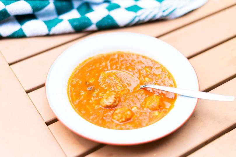 Goedgevulde tomaten-groentensoep met pasta en gehaktballetjes bregblogt.nl