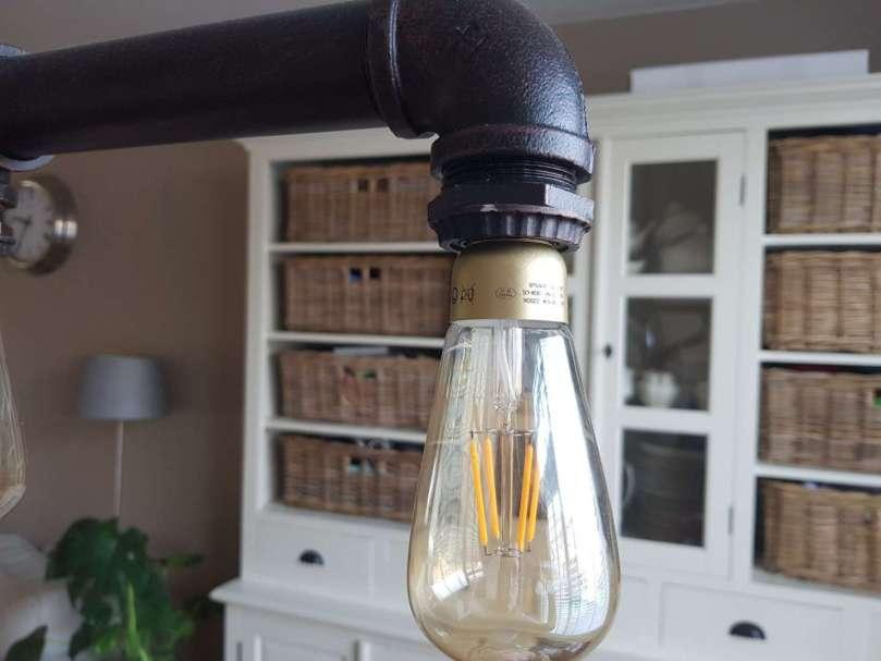 Close-up nieuwe eettafel lamp hanglamp industrieel emob bregblogt.nl