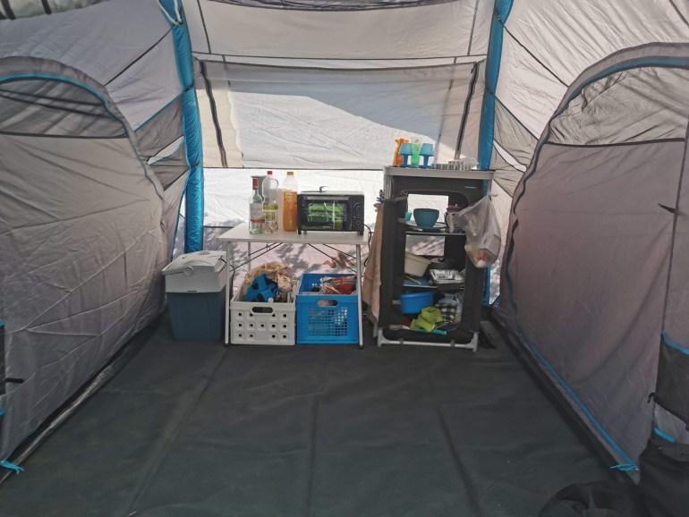 Quechua Family Air 4.2 XL tent ingericht vakantie bregblogt.nl