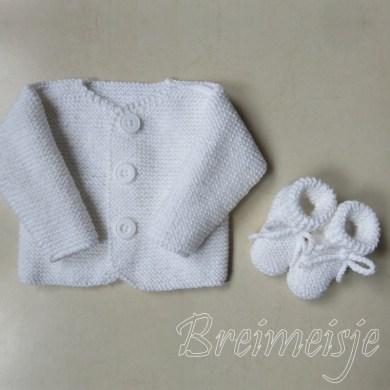 Babyjasje en sokjes breien pasgeboren baby