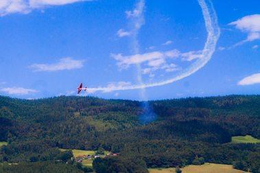 Kostenlose Flugshow über dem Mondsee - Familienurlaub Österreich