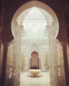 Der Eingang zum Spa gleicht einem Palast