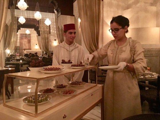 Die Marokkaner lieben Süsses. Schwer zu wiederstehen :)