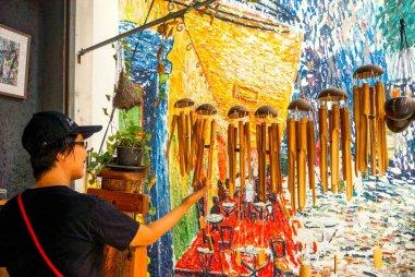 Urlaub in Thailand - Kunstgalerie, Sukhapiban-Road, Foto Martin Cyris