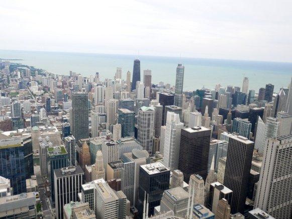 Auch nicht schlecht: EIn Bick vom Willis Tower auf Chicago und den Lake Michigan. Bild: Geiselhart
