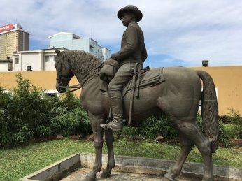 Mosambik-Breitengrad53-Reiseblog-Andrea-Tapper-- Reiterstatuen Fort