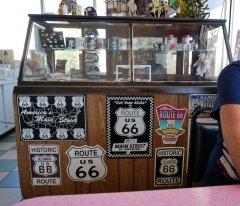 """Im Diner """"Cozy Dog Drive In"""" ist die Route 66 noch allgegenwärtig. Bild: Geiselhart"""