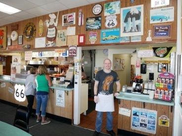 """Josh Waldmire ist stolz auf seinen Diner """"Cozy Dod Drive In"""". Er wurde von seinem Großvater Edwin gegründet. Bild: Geiselhart"""