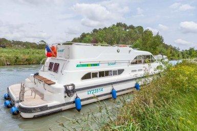 e600-moored