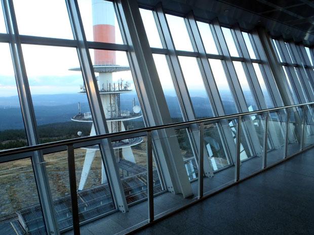 Windgeschützt und war ist es auf der Aussichtsplattform.