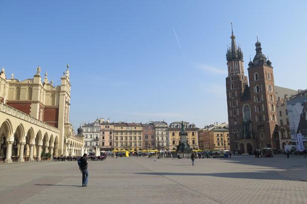 Der Marktplatz mit dem Dom und den Tuchhallen