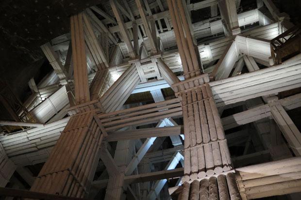 Imposant wirken die hölzernen Stützkonstruktionen