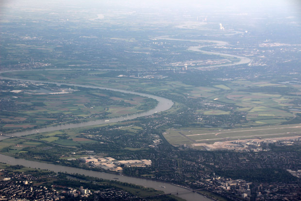 Über den Flughafen Düsseldorf reichte der Blick bis weit ins Ruhrgebiet