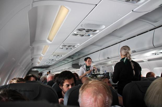 Das Flugzeug war fast komplett gefüllt