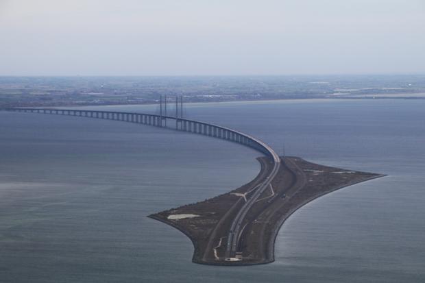 Luftaufnahme der Öresundbrücke bei Kopenhagen, die Dänemark und Schweden verbindet