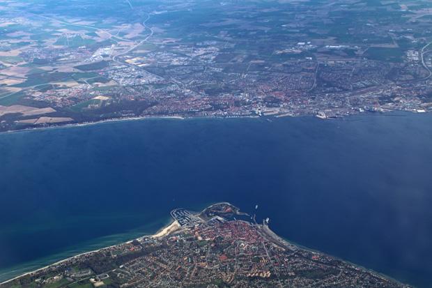Luftaufnahme von Helsingborg mit der Fähre zwischen Dänemark und Schweden