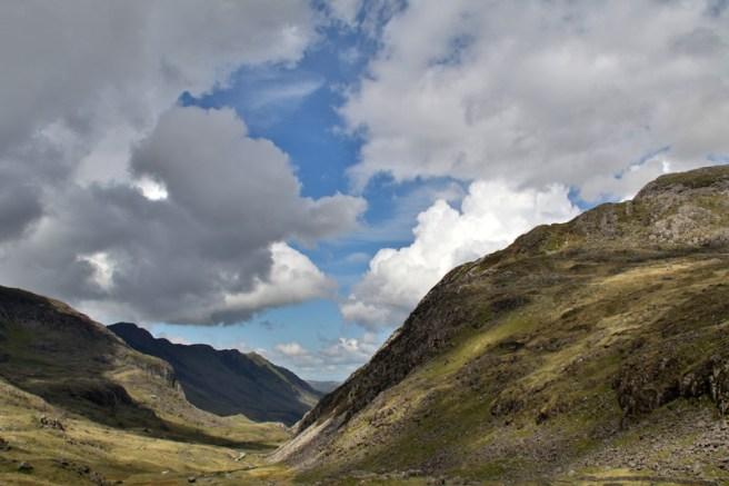 Die Wolken wirken im Snowdonia Nationalpark in Wales zum Greifen nah