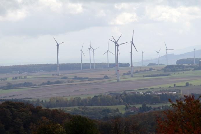 Fotomotive, wie diese Windräder, gibt es am Lutherweg in Thüringen reichlich