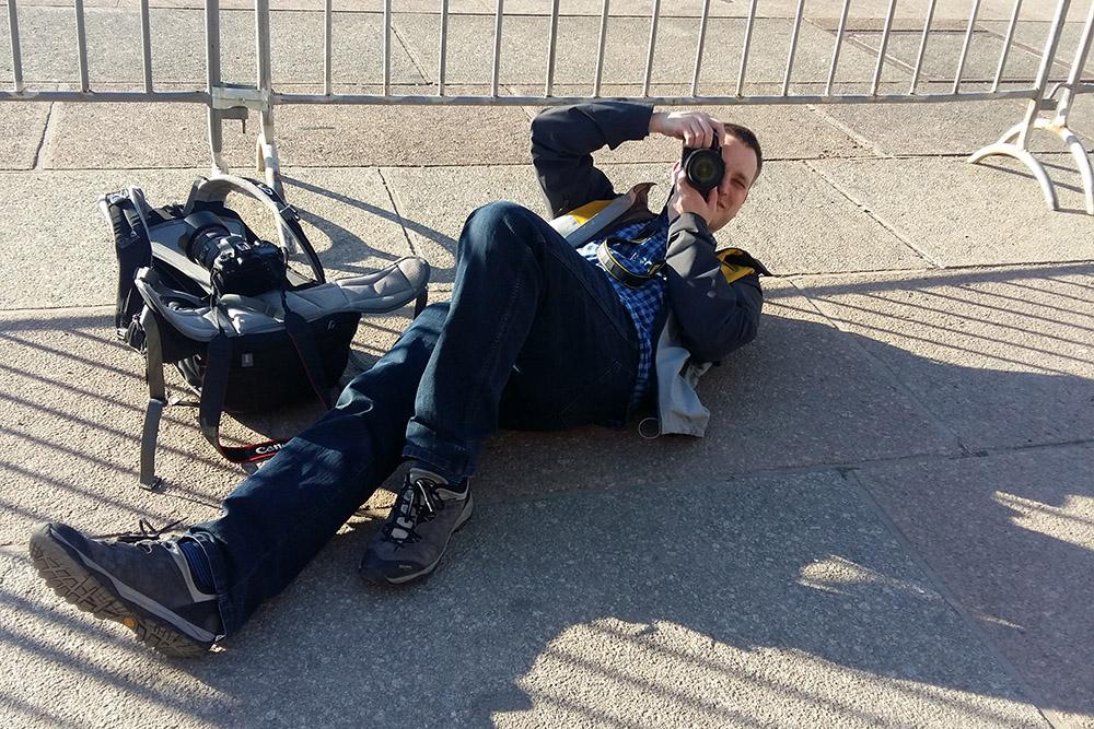 Ich beim Fotografieren des Völkerschlachtdenkmals in Leipzig