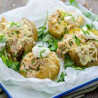 Gepofte aardappel met tonijn en kaas