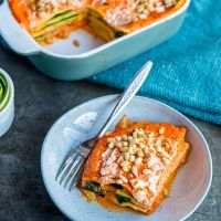 Zomerse lasagne van courgette met gegrilde paprika