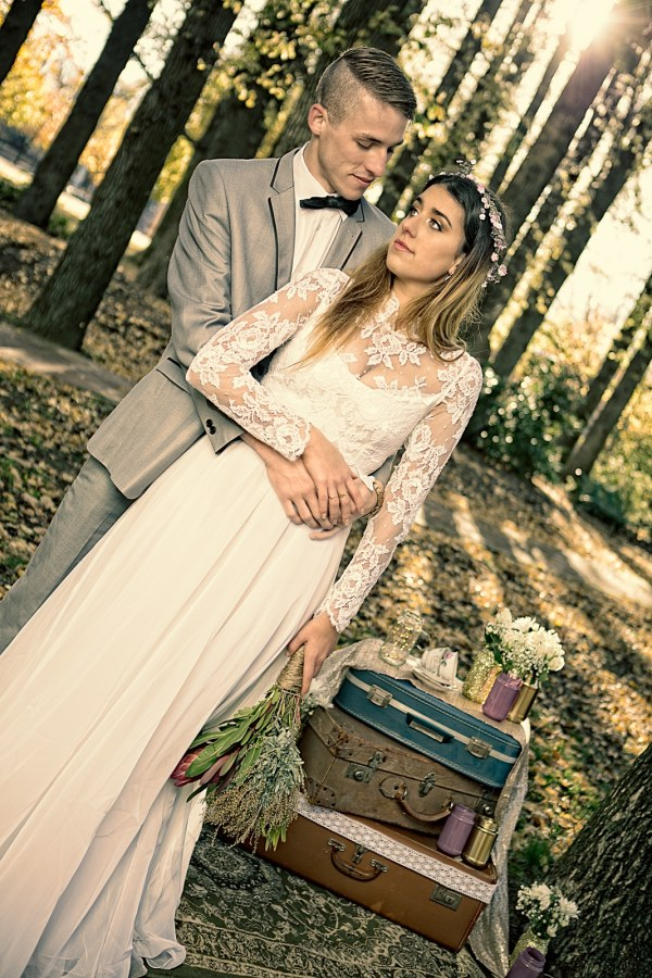Styled bridal shoot at Glebe Park with bride and groom