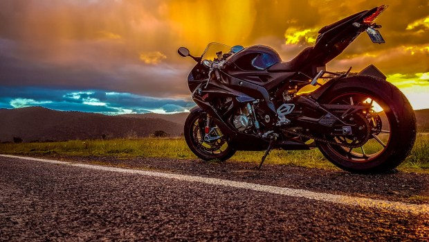 BMW RR1000S in the rain enjoying the sunset