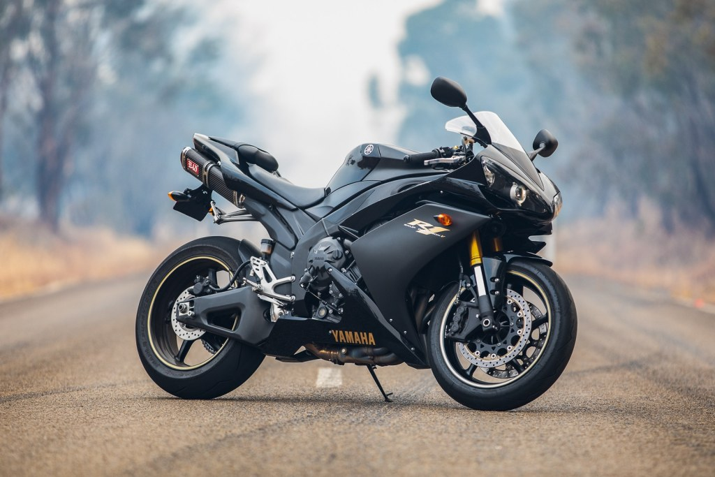 Yamaha R1 in the bushfire smoke around Canberra