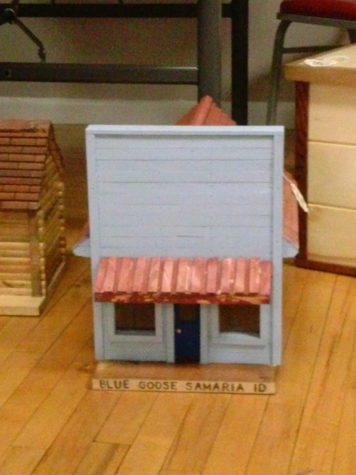 This booth had lots of cute little building hand crafted out of wood. This one was my favorite. The Blue Goose.