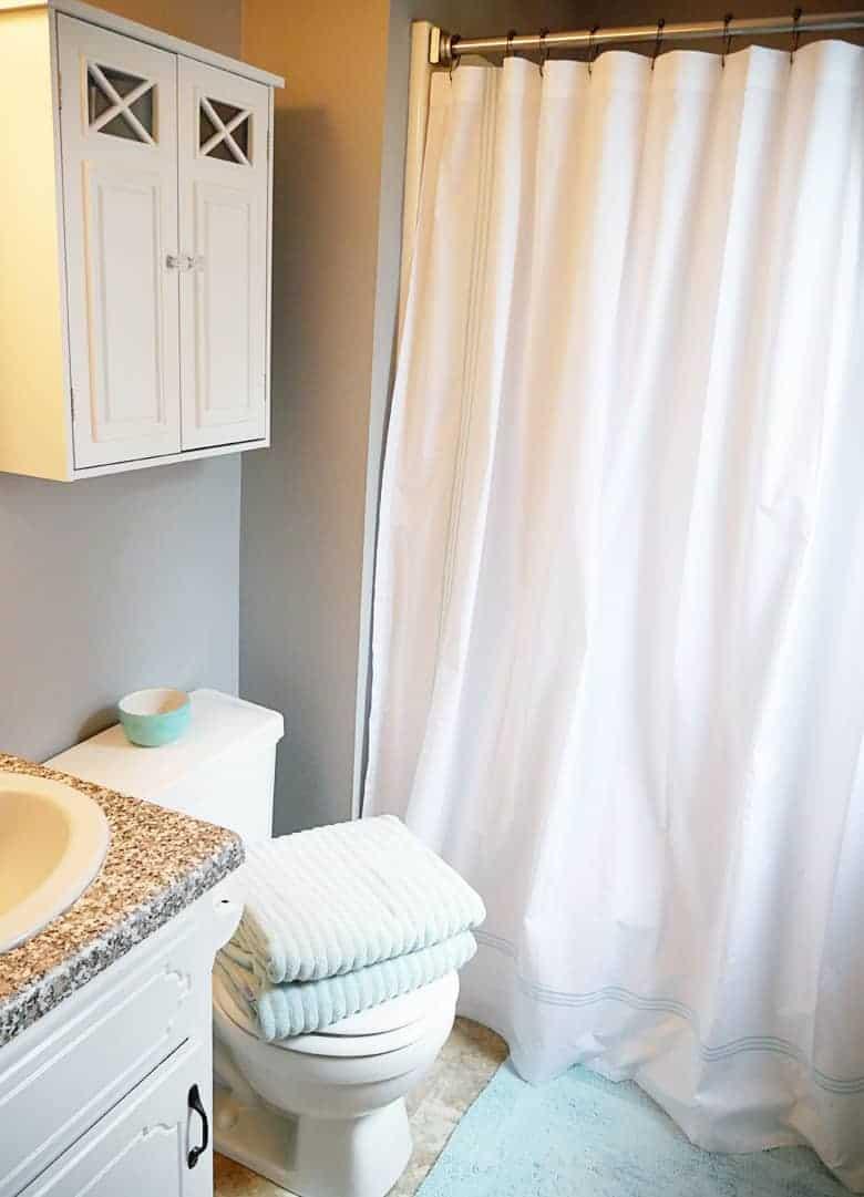 annie-selke-bathroom