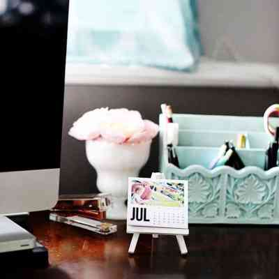 Last Minute Gift: Mini Photo Calendar Easel + Free Printable