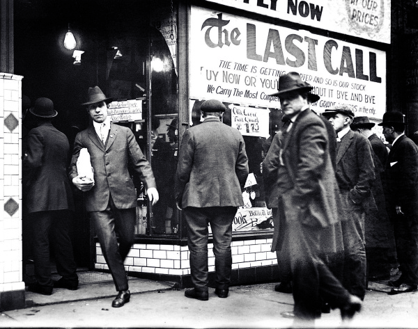 "Citizens heeding a ""last call"" in the final days before Prohibition"