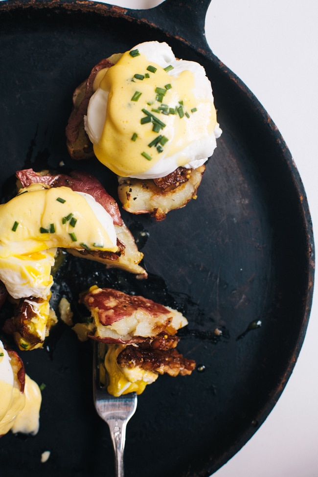 baked red potato & smokey tempeh bacon eggs benedict