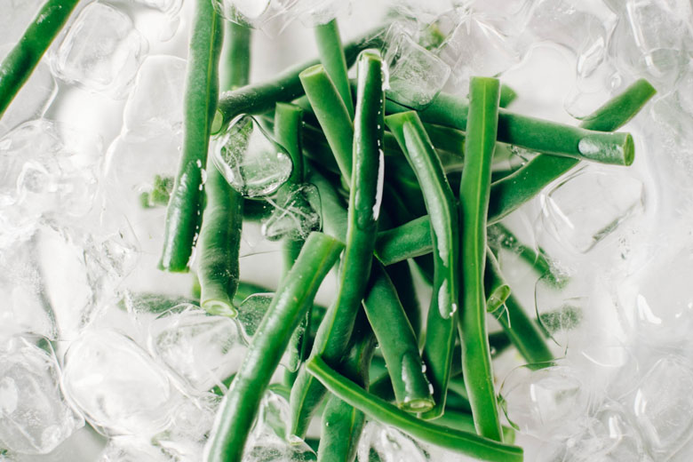 blanched green beans in an ice bath