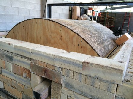 Soda kiln - finished arch form, setting the skews