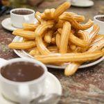 320px-Churros_con_Chocolate_en_San_Sebastián