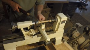 Tapering a wooden handle on the lathe