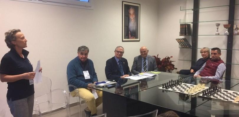 Erba Il tavolo dei relatori_Scuola di Scacchi